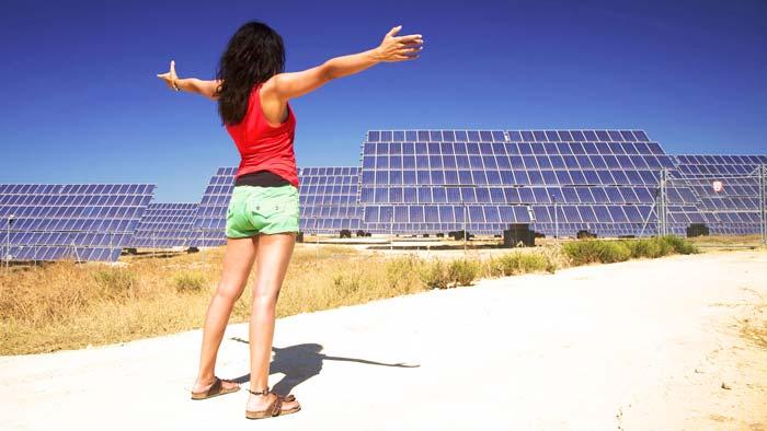 Panneau solaire groupe électrogène photovoltaique femme